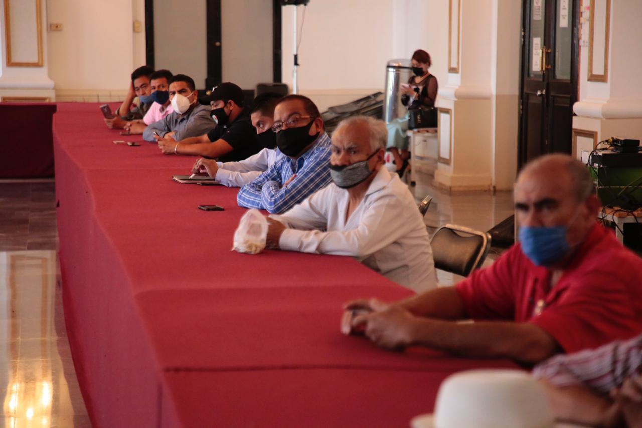 El presidente municipal de Tlalnepantla, Raciel Pérez Cruz, se reúne con tianguistas