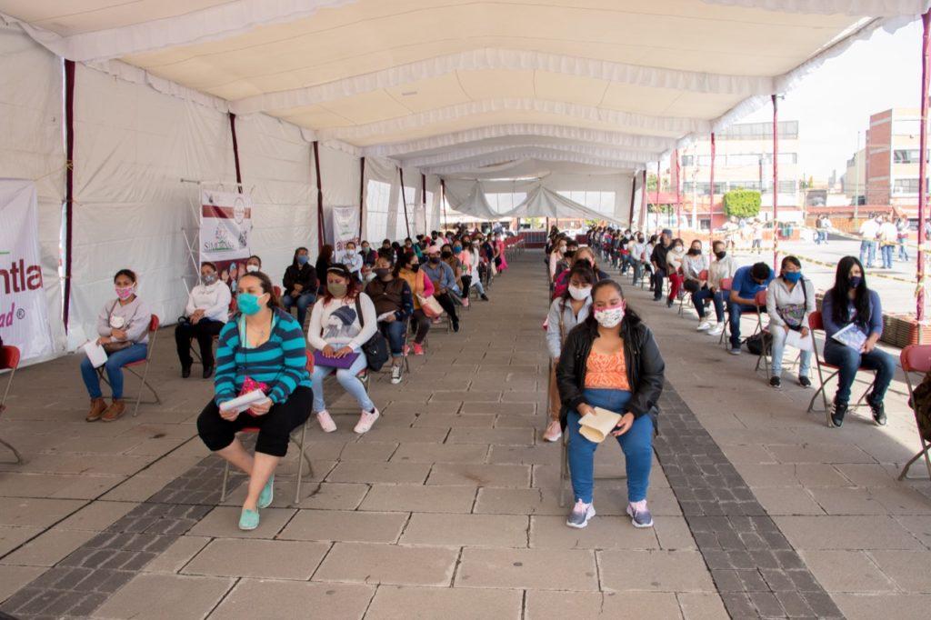 Durante varios días entregan las becas en Tlalnepantla para conservar la sana distancia