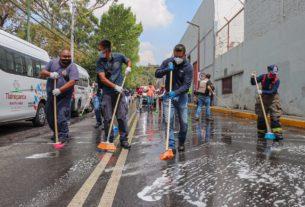 Elementos de PC Tlalnepantla sanitizan inmediaciones de Barrientos
