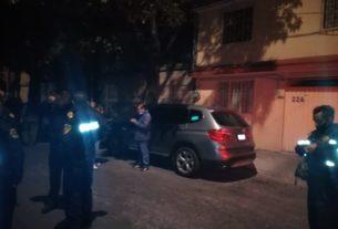 Policías de Tlalnepantla y dueños de un vehículo acuden a la alcaldía de Azcapotzalco para recuperarlo