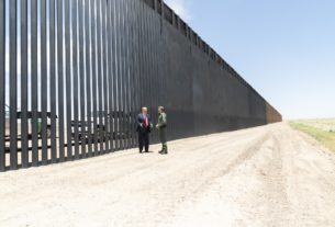 El presidente de Estados Unidos, Donald Trump, difunde fotos del muro fronterizo antes de entrevistarse con Andrés Manuel López Obrador