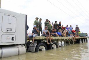 Ejército rescata a personas en Tamaulipas