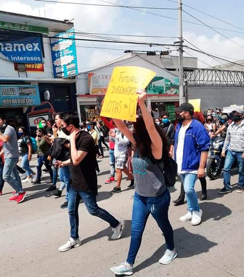 Estudiantes de ingeniería protestan porque carecen de talleres