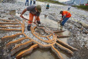 Descubren la imagen de la Virgen de Guadalupe en el cauce del río Santa Catarina