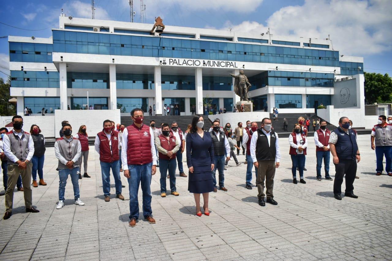 Homenaje a médicos en centro anticovid-19 en la explanada de Naucalpan