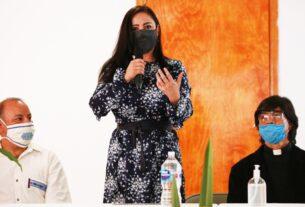 Patricia Durán Reveles y encargados de comedores comunitarios