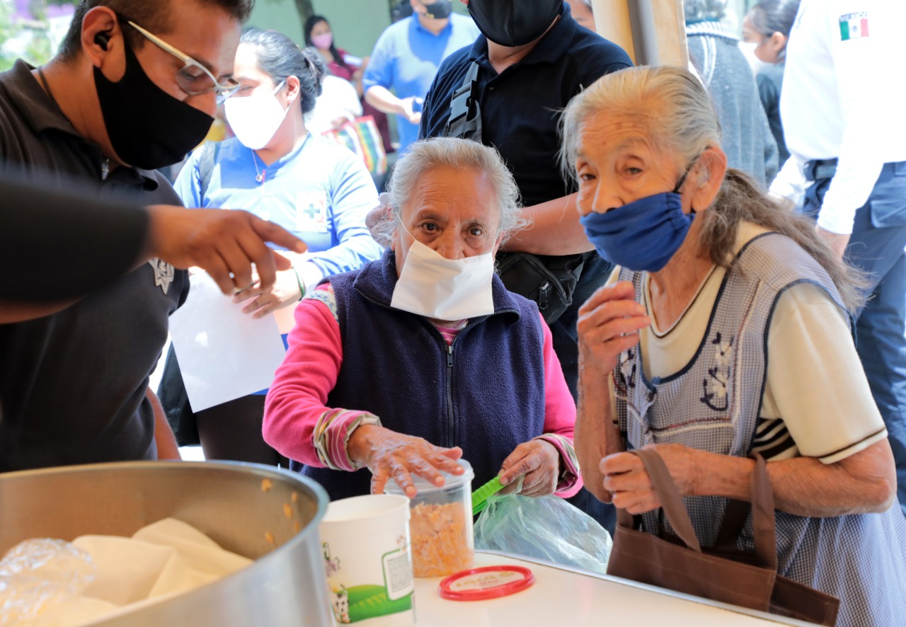 Familias en riesgo, como adultos mayores recibirán comida en Naucalpan