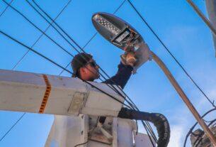 Reparación de luminarias, entre lo más solicitado en las jornadas de servicios en Tlalnepatla