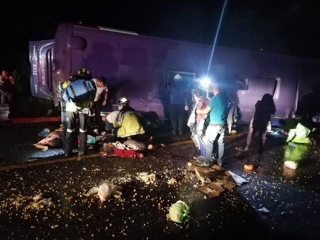 Bomberos, Cruz Roja y elementos de seguridad rescatan heridos
