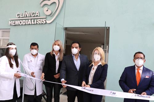Una clínica de hemodiálisis fue inaugurada por Enrique Vargas y Romina Contreras
