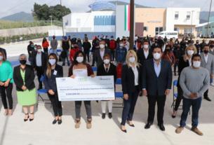 Estudiantes del nivel superior reciben beca del DIF Huixquilucan