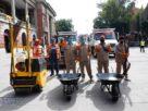 Sale cuadrilla de trabajadores a bachear calles de Tlalnepantla