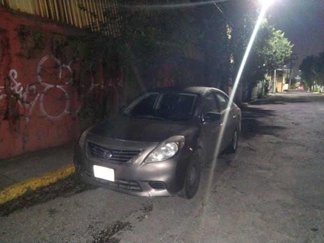 Un vehículo Versa fue recuperado por la policía de Tlalnepantla