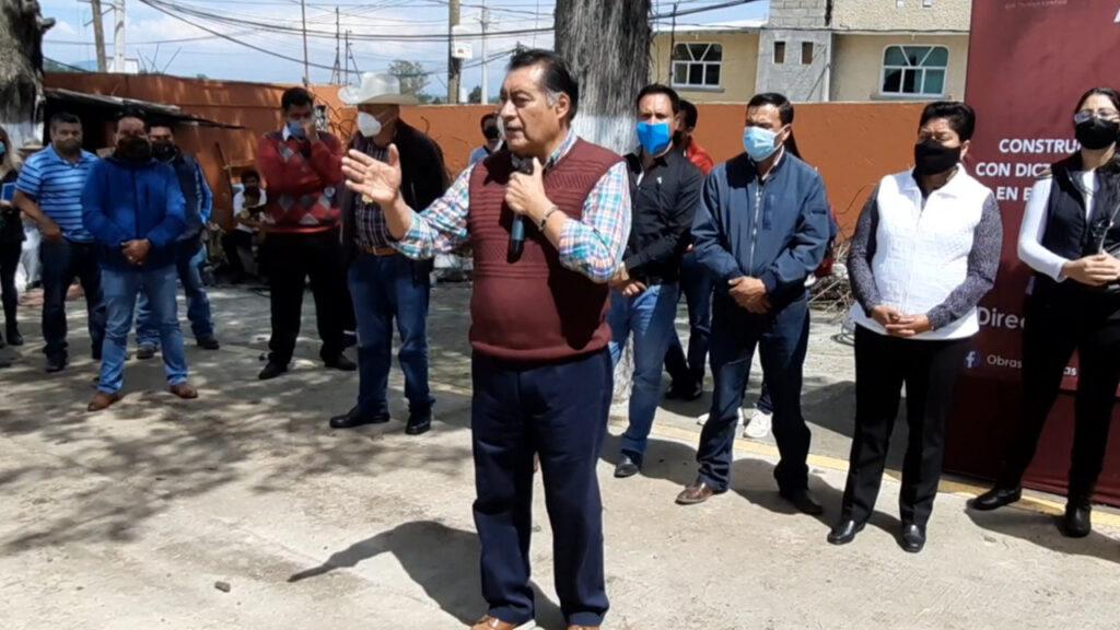 Luis Maya Doro, alcalde de Almoloya de Juárez exhorta a los alumnos a redoblar esfuerzos en lo que serán las nuevas instalaciones