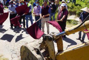 Gran despliegue de maquinaria por la pavimentación de calles en comunidades de Almoloya de Juárez