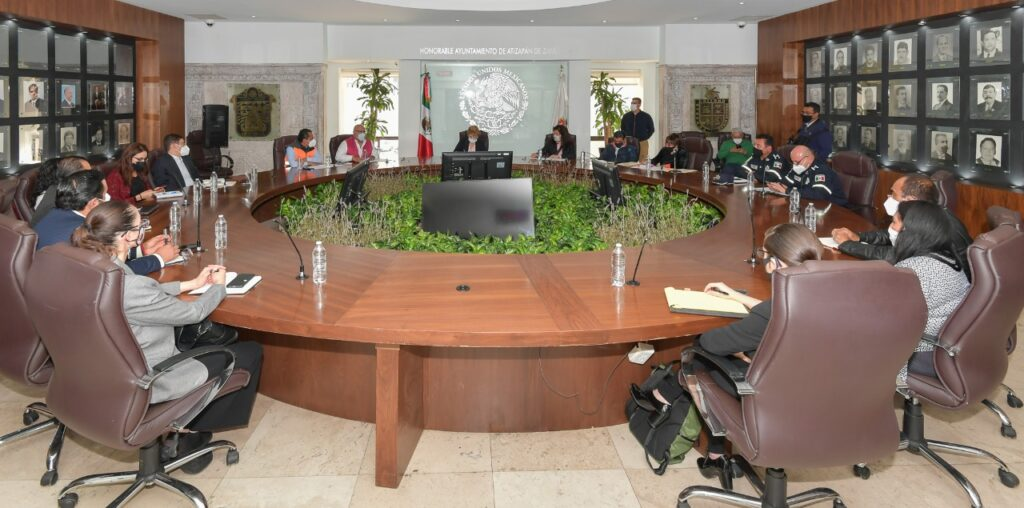 Reunión de funcionarios estatales con municipales de Atizapán, encabezados por Ruth Olvera Nieto
