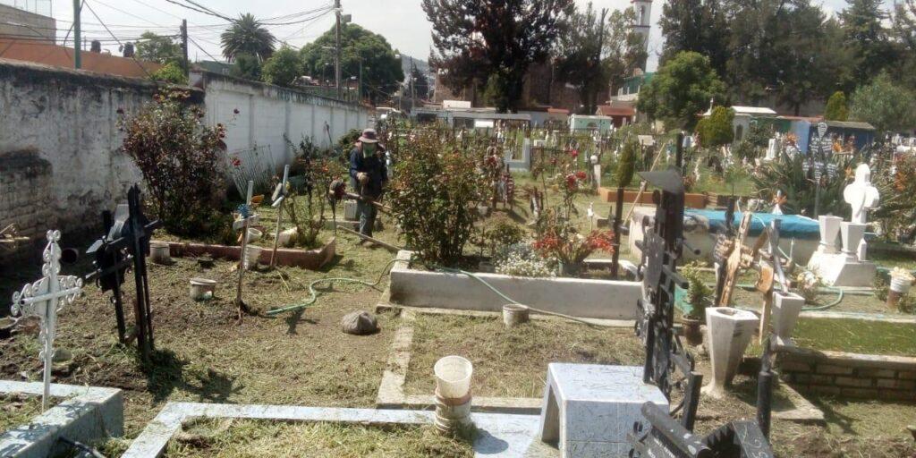 Limpian panteones en Atizapán de Zaragoza