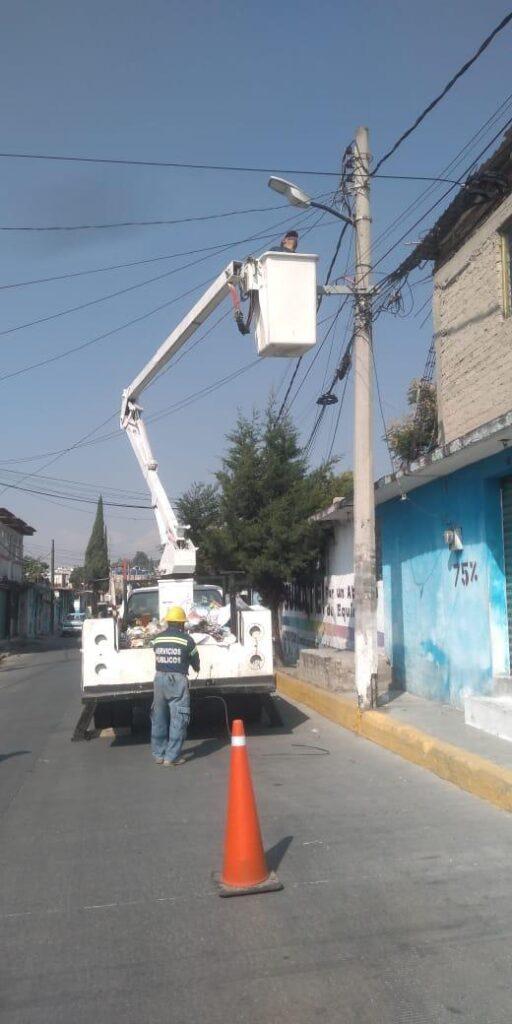 Reposición de luminarias, para dar seguridad a las comunidades