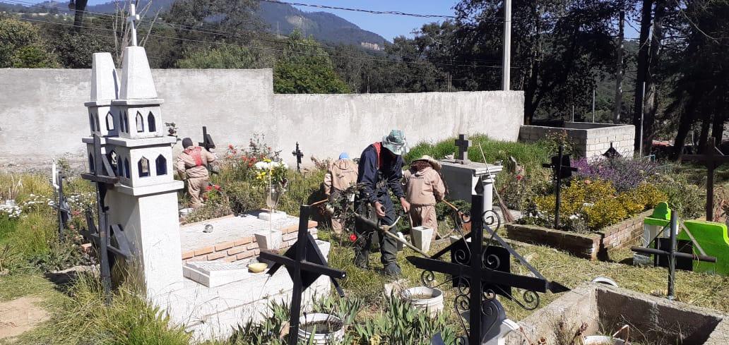 Panteones de Huixquilucan listos para recibir a familiares de difundos