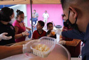 Llegan con comida a niños de zonas marginadas de Naucalpan