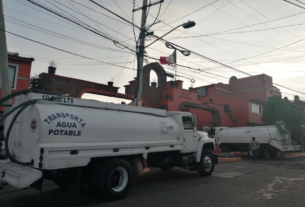 Transparentan entrega de agua en pipas