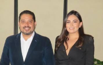 Los regidores Adrián Juárez y Karyna Romero