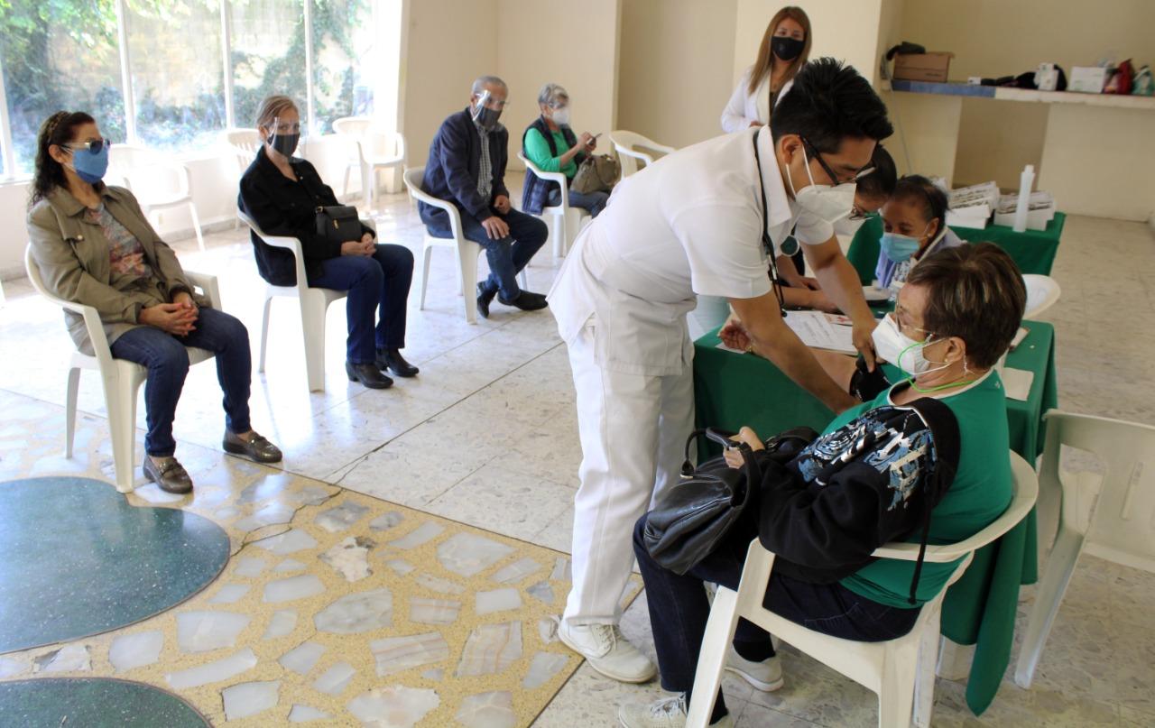 Aplican vacuna contra la influenza en Naucalpan