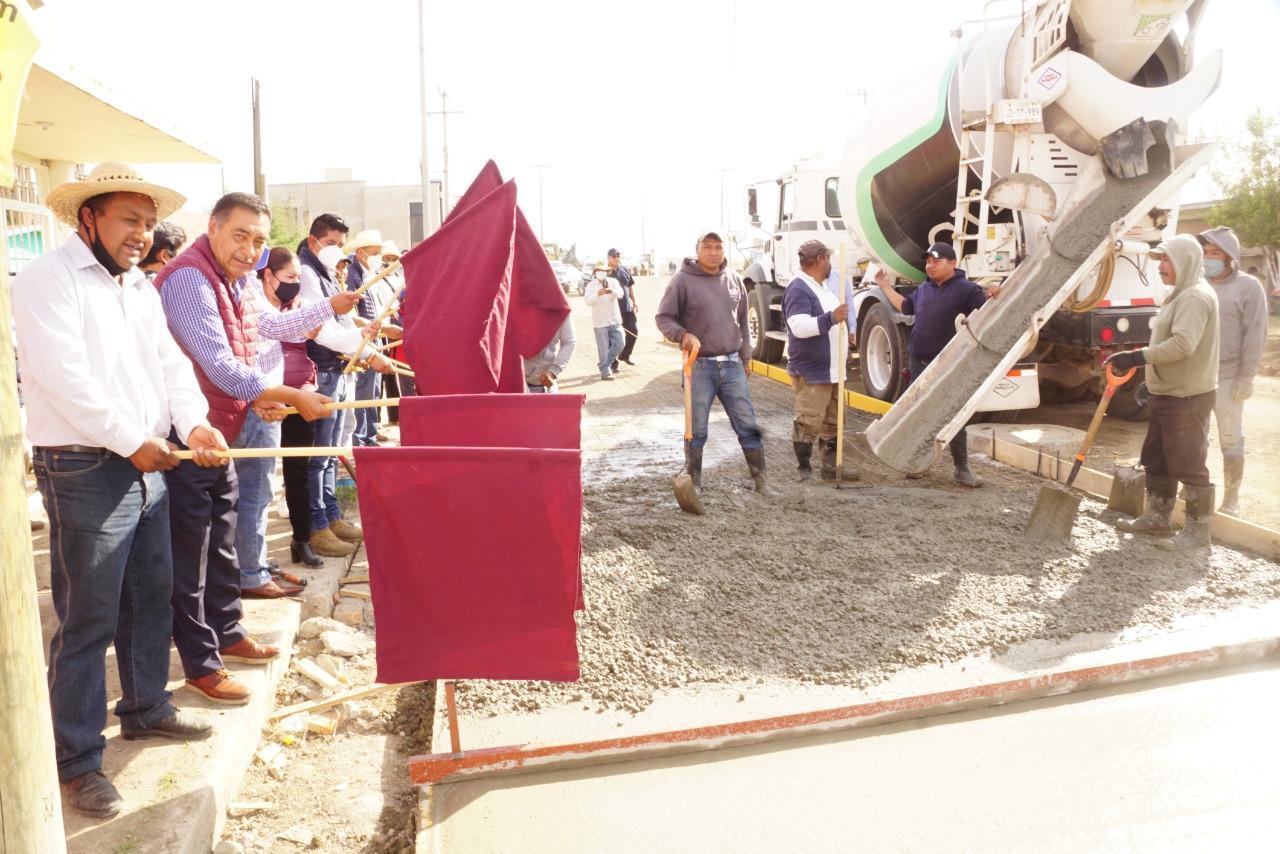 Arteria que comunica a cuatro pueblos realizan en Almoloya de Juárez