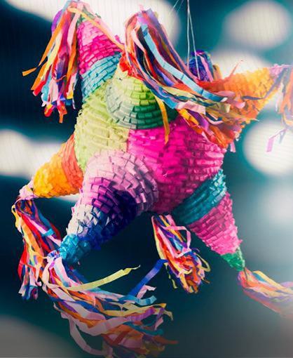 Diversas categoría en el concurso de piñatas
