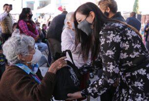La alcaldesa Patricia Durán entrega sillas de ruedas en Chimalpa