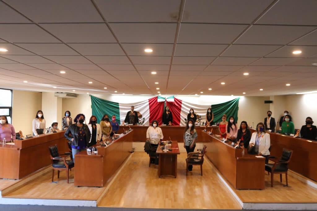 Mujeres estudiantes, dirigentes vecinales, amas de casa en el Cabildo Honorario