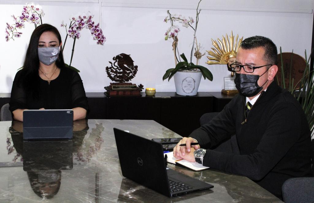 Carlos Mier Montes, nuevo director de la policía de Naucalpa, con la presidenta municipal, Patricia Durán Reveles