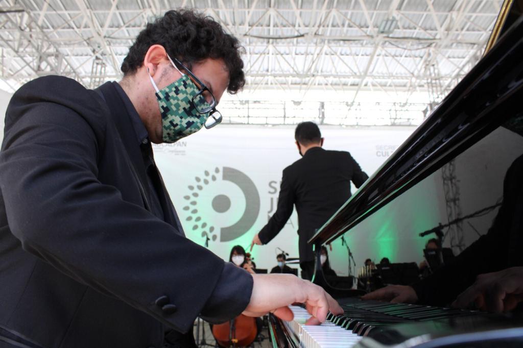 Al piano Isaac Enrique Hernández Vázquez
