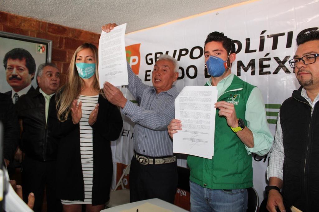 Acuerdo firmado por osé Alberto Couttolenc Buentello y Cuauhtémoc García Ortega, presidente de Grupo Político Estado de México (GPEM) y Frente Democrático Mexiquense (FDM)