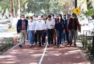 El alcalde de Tlalnepantla, Raciel Pérez Cruz, recorre con ciudadanos la remodelada pista de corredores