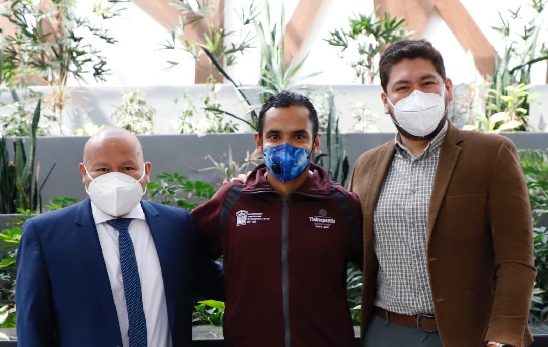 El alcalde Raciel Pérez Cruz, David Cristian Berdeja Villavicencio y Luis Noé Benítez Lira