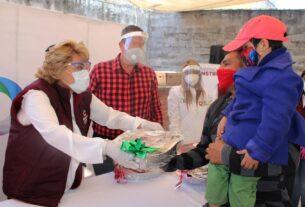 Familias de zonas en riesgo reciben su cena para esta Navidad en Atizapán de Zaragoza