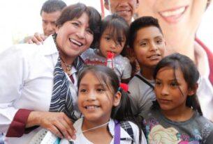 Delfina Gómez y los niños