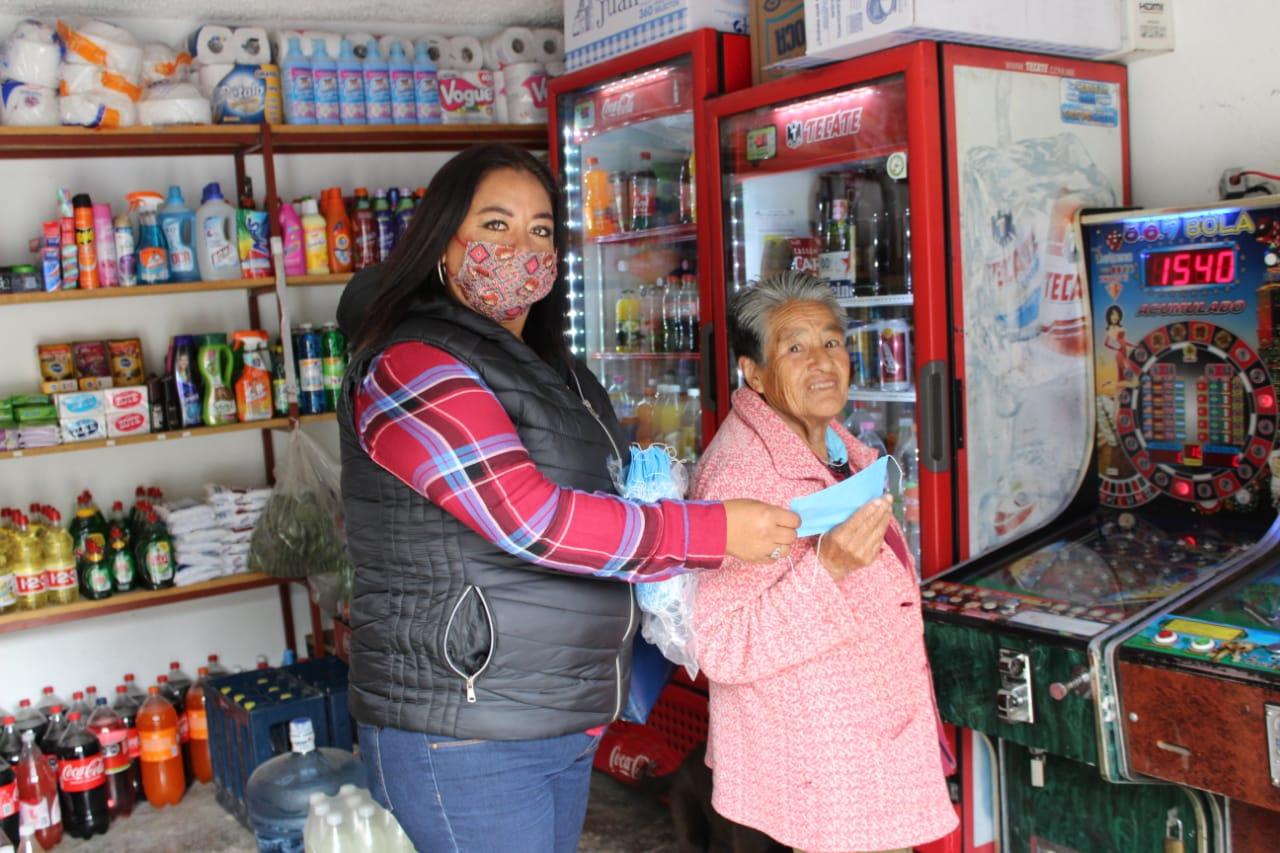 Casa por casa entregan cubrebocas en Huixquilucan
