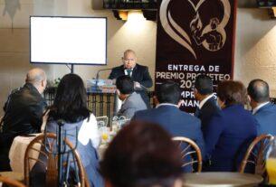 El alcalde de Tlalnepantla, Raciel Pérez Cruz, agradece donativos para DIF