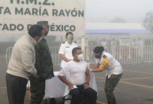 Anuncian sanción para funcionario del Estado de México que vacunó a familiares
