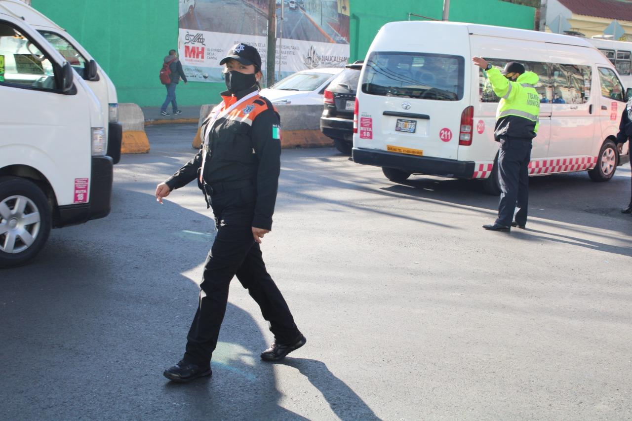 Agentes de Tránsito de Naucalpan prestan servicio de vialidad y orientación a usuarios del Metro