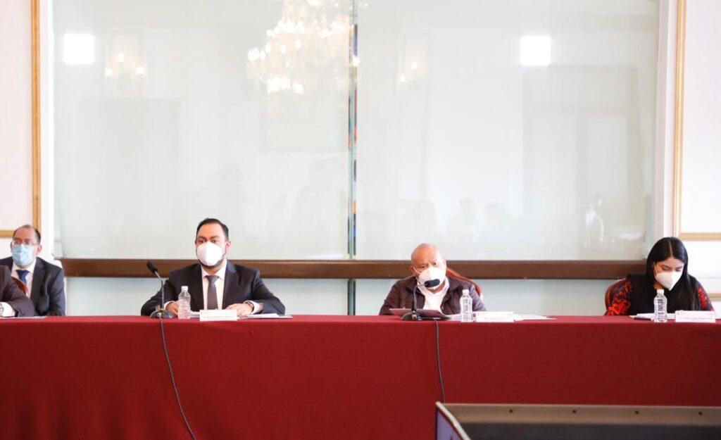 El alcalde, Raciel Pérez Cruz, preside el cabildo en que aprueban no cobrar la sepultura en panteones municipales