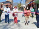 Ruth Olvera, funcionarios y habitantes de Atizapán en la inauguración de la pavimentación de la calle Victoria
