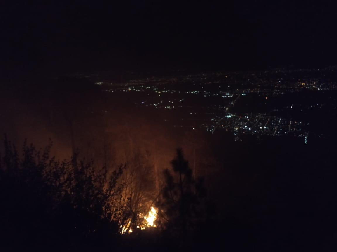 En un cerro de Jocotitlán el fuego es contenido