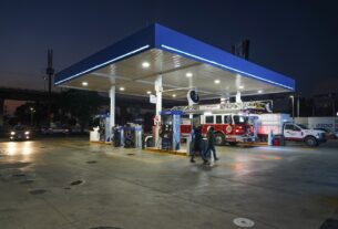 Camiones de Bomberos son revisados en el uso de combustible recibido