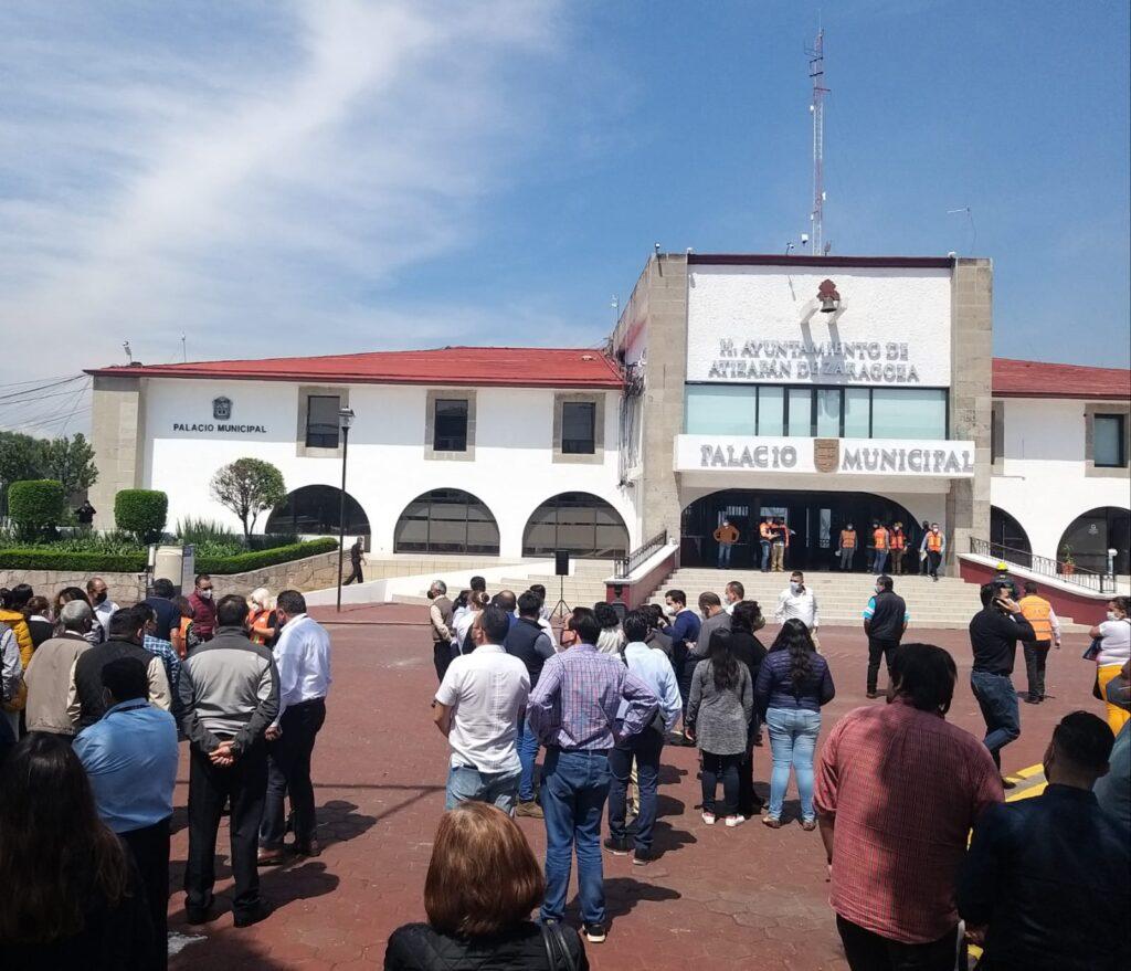Participantes en el simulacro de desalojo por sismo en Atizapán de Zaragoza