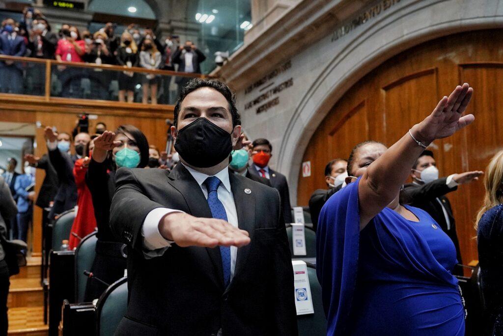 Enrique Vargas del Villar rinde protesta como diputado, con todos los legisladores mexiquenses