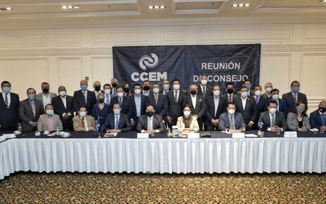 Legisladores panistas y empresarios reunidos en busca de impulsar el desarrollo de Edomex