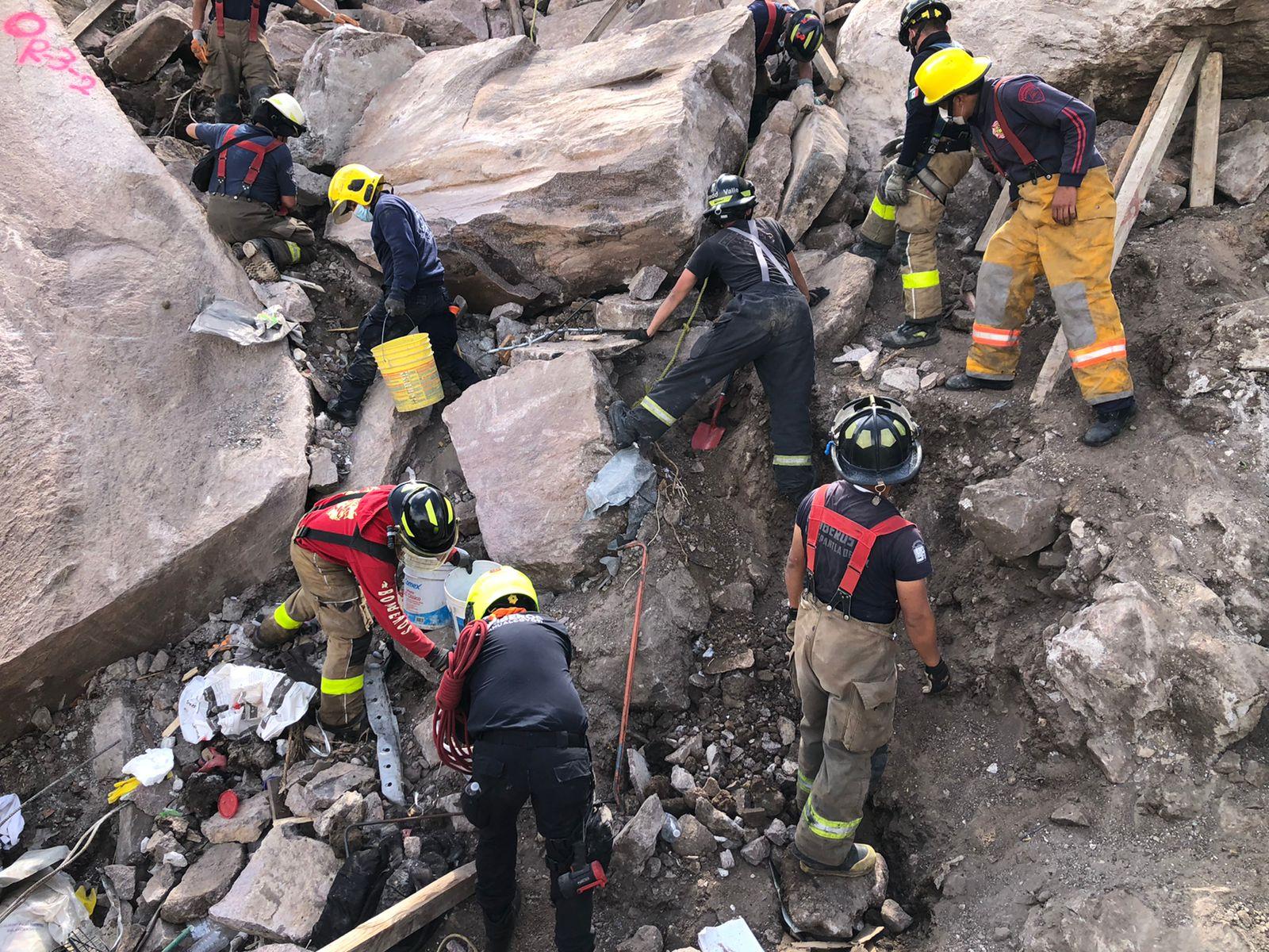 Encontraron restos humanos en derrumbe, pero los trabajos continuan en Tlalnepantla